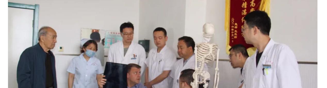 德国著名骨科专家埃里克·如勒教授来永济市人民医院进行手术、学术交流